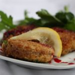 Crab cakes with beet sauce